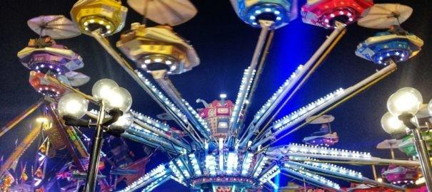 Capo d' Orlando : Per la Festa della Madonna, Luna Park in Piazza Bontempo . Le giostrine per i Bambini in Piazza Trifilò